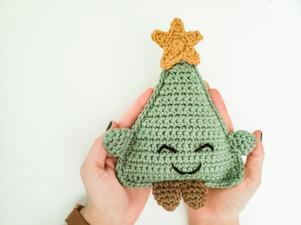 Christmas Tree Cuddle Buddy - Free Crochet Pattern