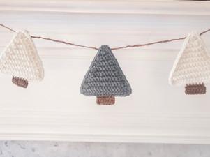 Christmas Tree Garland - Free Crochet Pattern