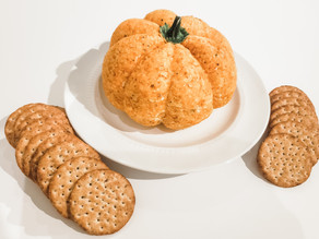 EASY Pumpkin Cheese Ball Recipe (Halloween/Thanksgiving Party Food)