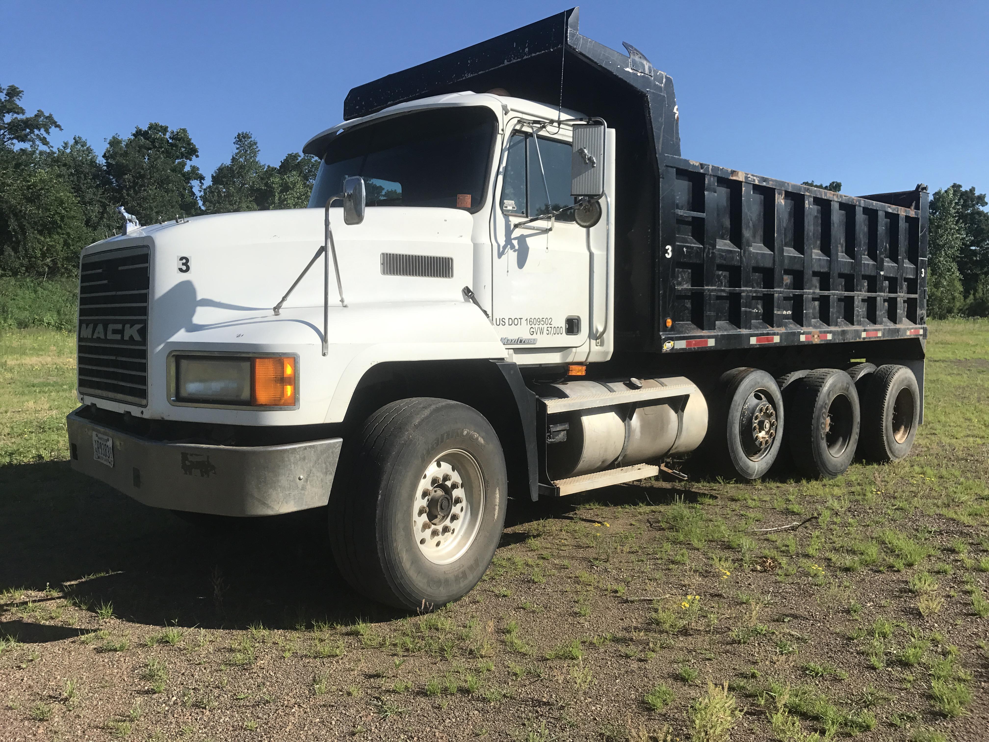 '98 CH613 Mack Tri Dump Truck