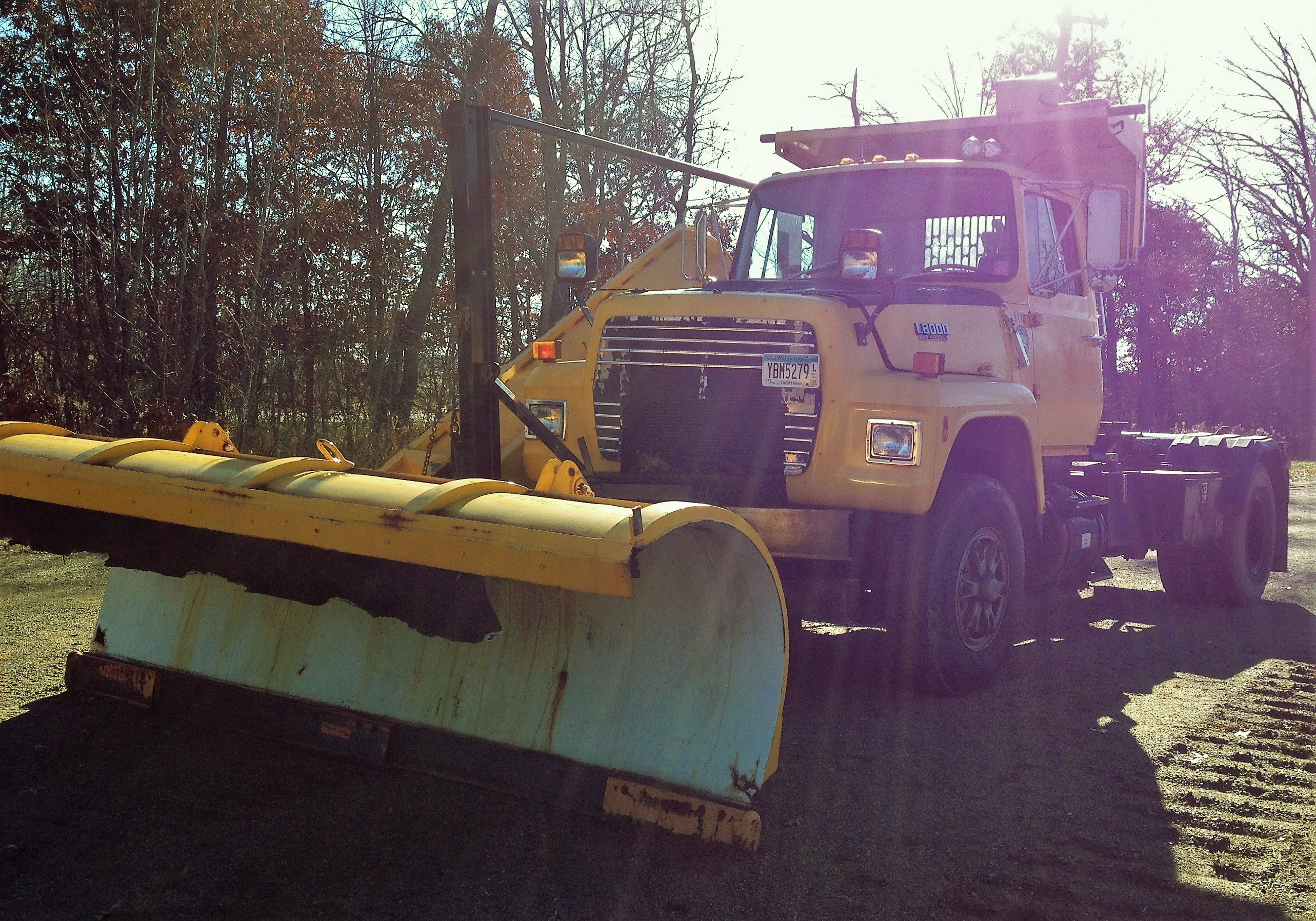 '89 Ford L8000 Roll Off Plow