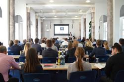 Zuhörer beim Vortrag von Jörg Puphal