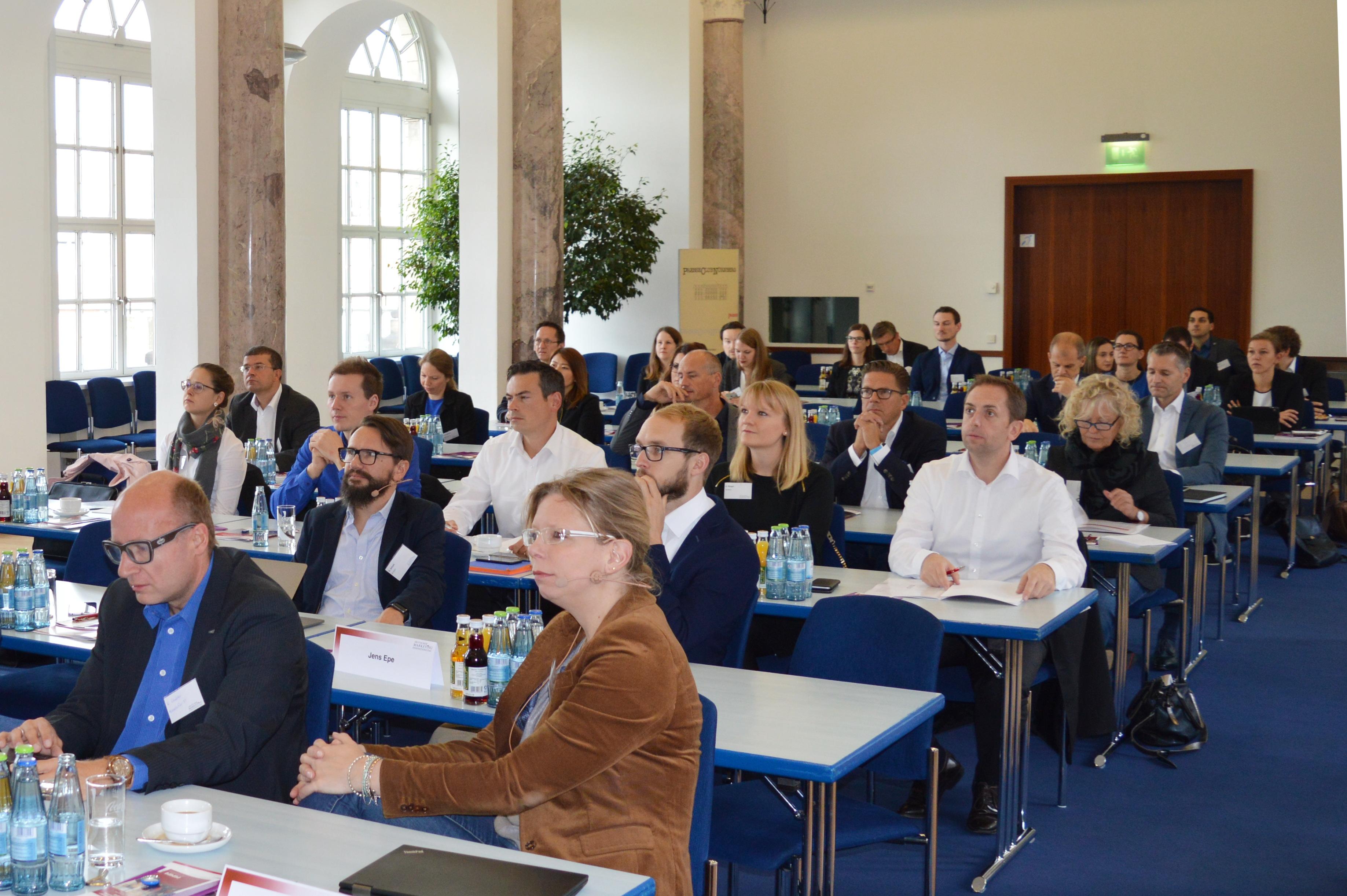 Teilnehmer im Marmorsaal in Nürnberg