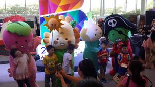"""""""The Salads"""" meet fans at Bangkok Comic con 2014"""