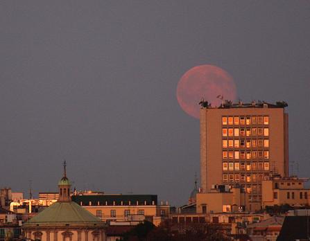 La luna appesa
