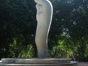Em busca da harmonia, arquiteto italiano fez ode à figura da madona em Mãe