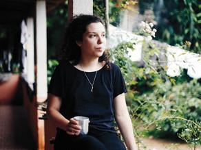 Autora de 'Bigornas', Yasmin Nigri versa  a renovação da poesia