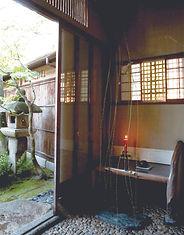 玄関_待ち椅子.jpg
