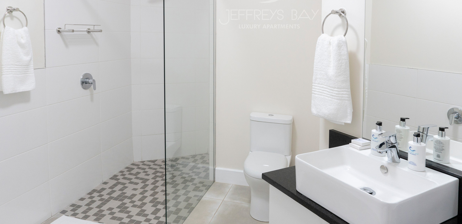 Jeffreysbay_Lux_apartments_Unit6_Bathroo