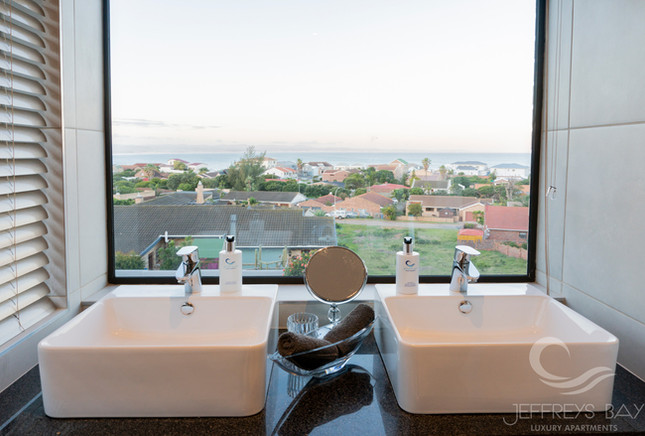 Jeffreysbay_Lux_apartments_Unit8_Bathroo