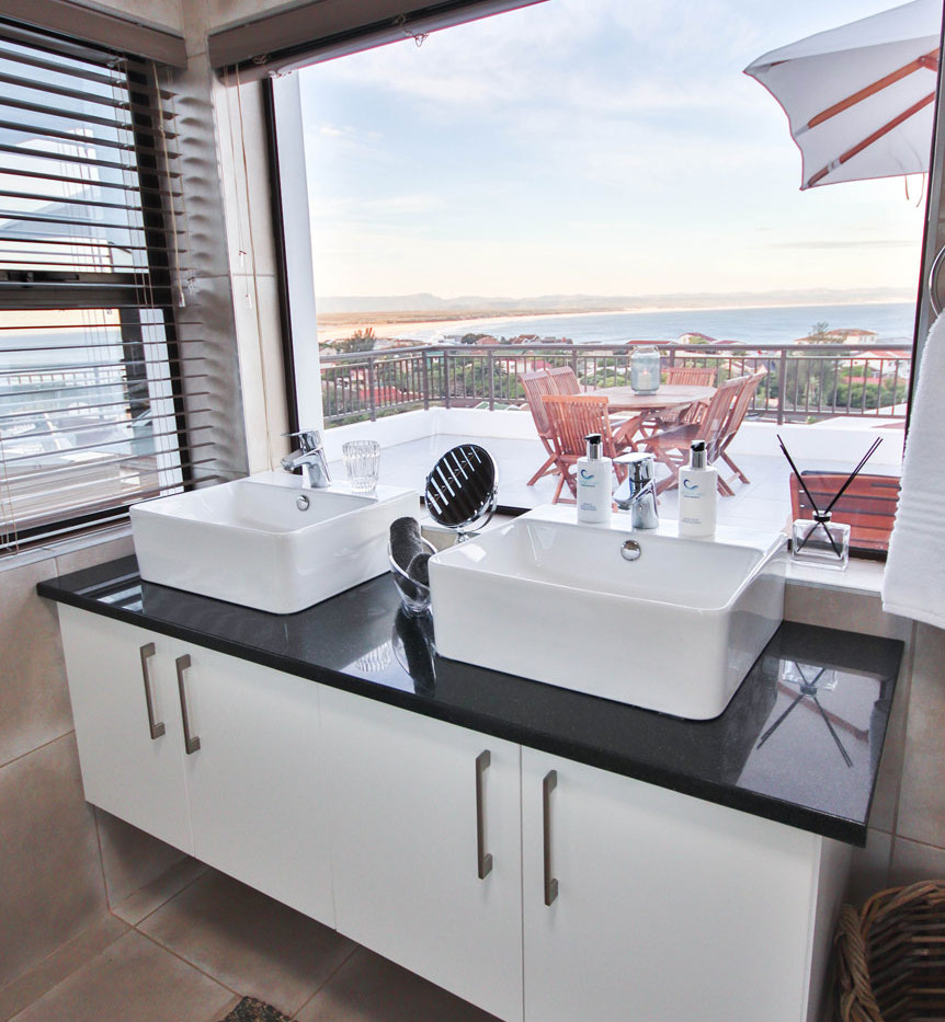 unit10_penthouse_bathroomview.jpg
