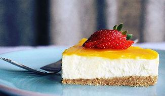 new york cheese cake with fresh strawberry
