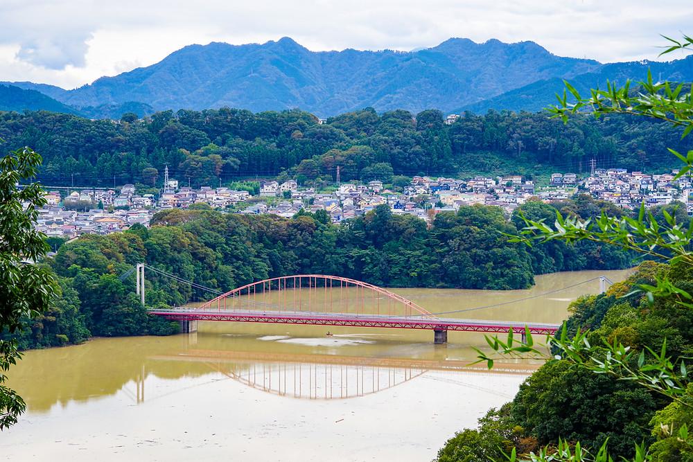 三井大橋と三井そよかぜ橋を望む