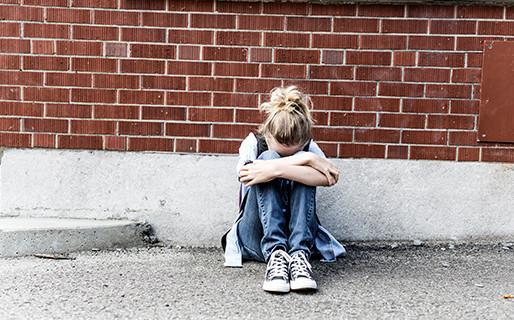 Ragazza disabile e 12enne picchiata e umiliata su Instagram: l'indagine del Tribunale per i minori