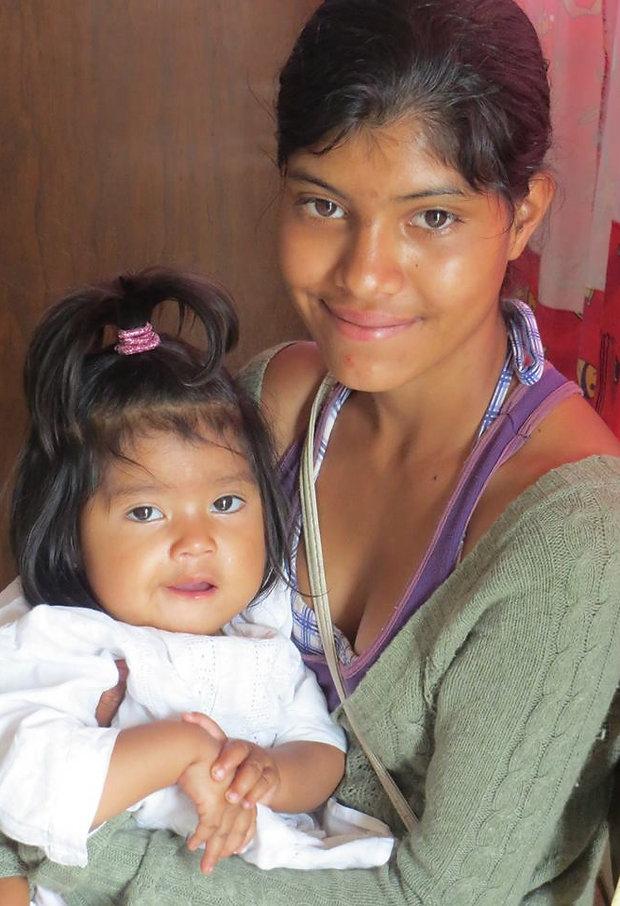 Madre e hija dia comunidad.jpg