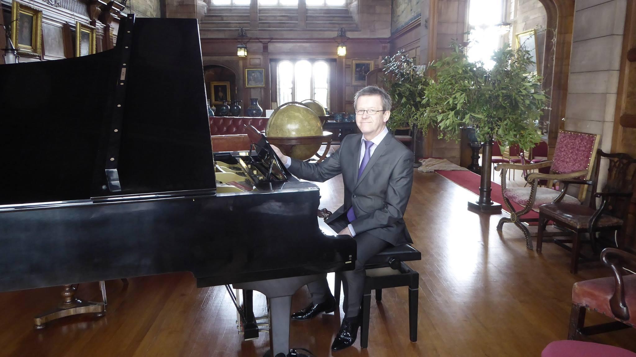 solo piano wedding, bamburgh castle.jpg