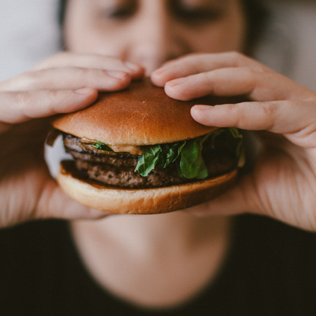 5 Ways to Stop Binge Eating With ADHD (Without Shaming Yourself)