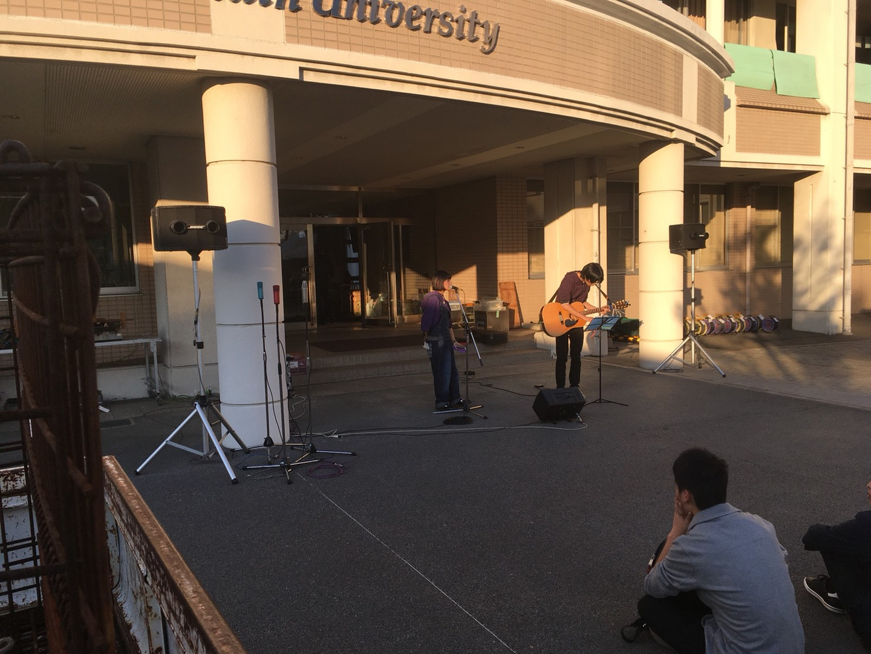 大学での文化祭ライブ