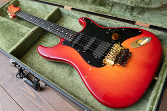 Valley Arts Steve Lukather Model リフィニッシュ&バッテリーBOX増設
