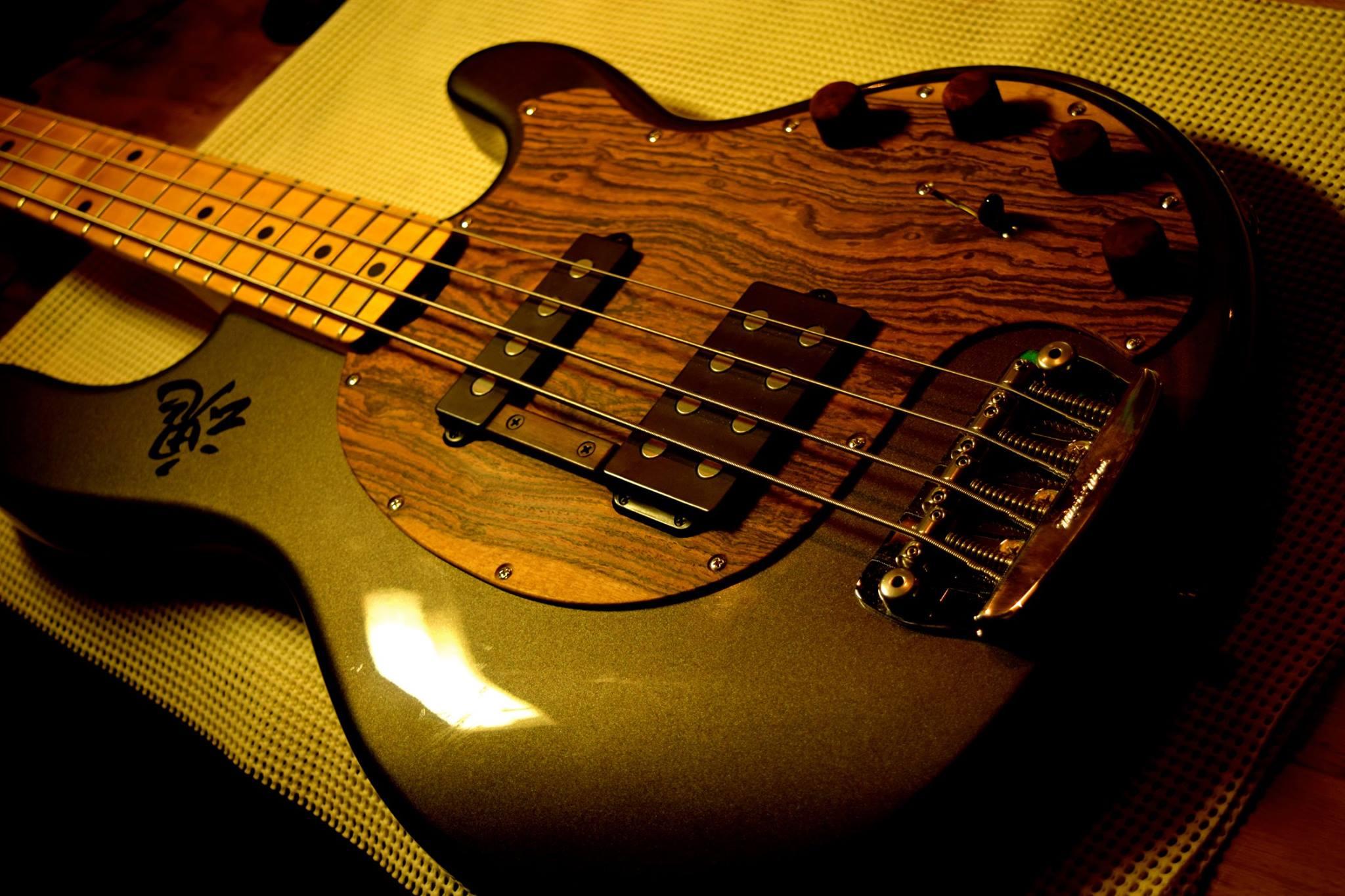 滋賀 イレブンギターズ リペア ピックガード製作 木製