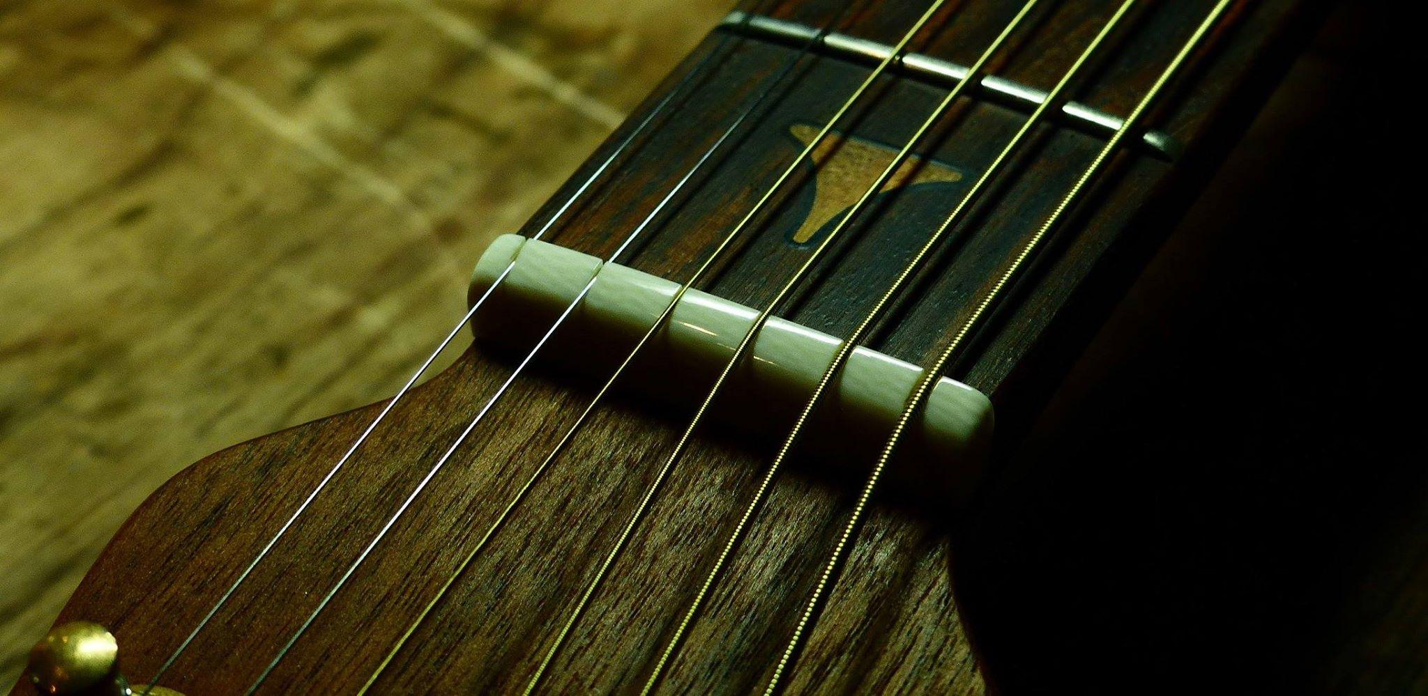 滋賀 イレブンギターズ リペア ナット交換 象牙