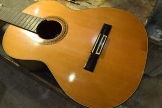 国産クラシックギター ブリッジ剥がれ修正