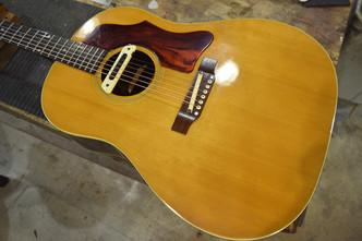 60年代製 Gibson J-50 ブリッジ剥がれ修正