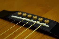 滋賀 イレブンギターズ リペア サドル交換 牛骨