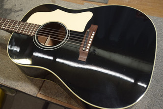Gibson J-45 サドルスロット加工 J-50 ブレイシング追加加工
