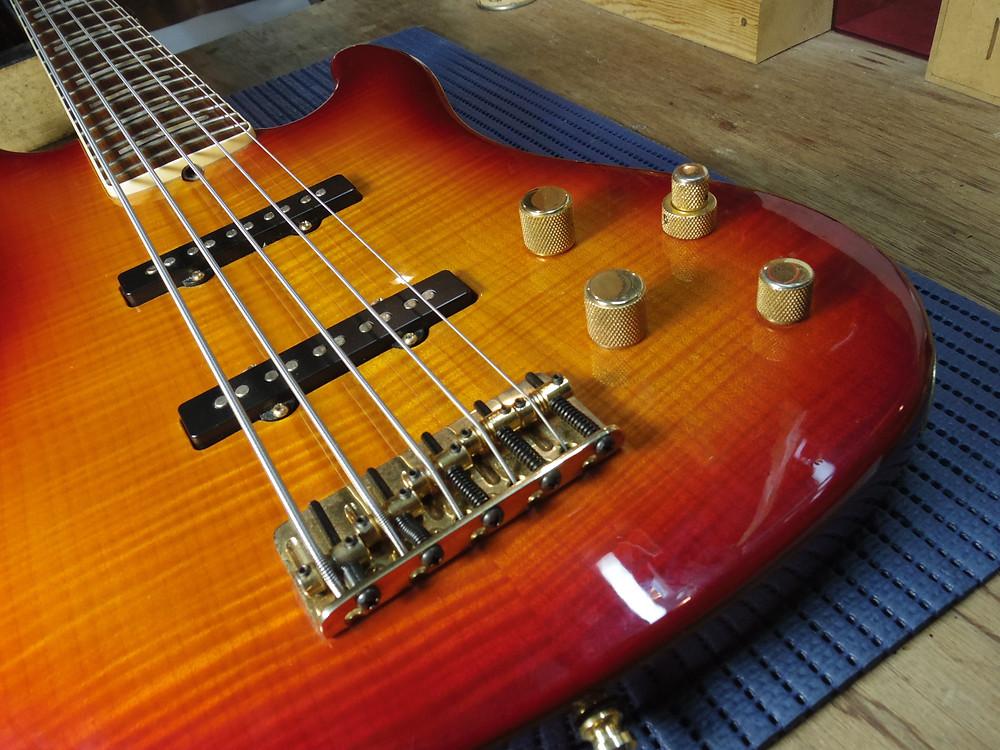 フェンダーアクティブ5弦ベース