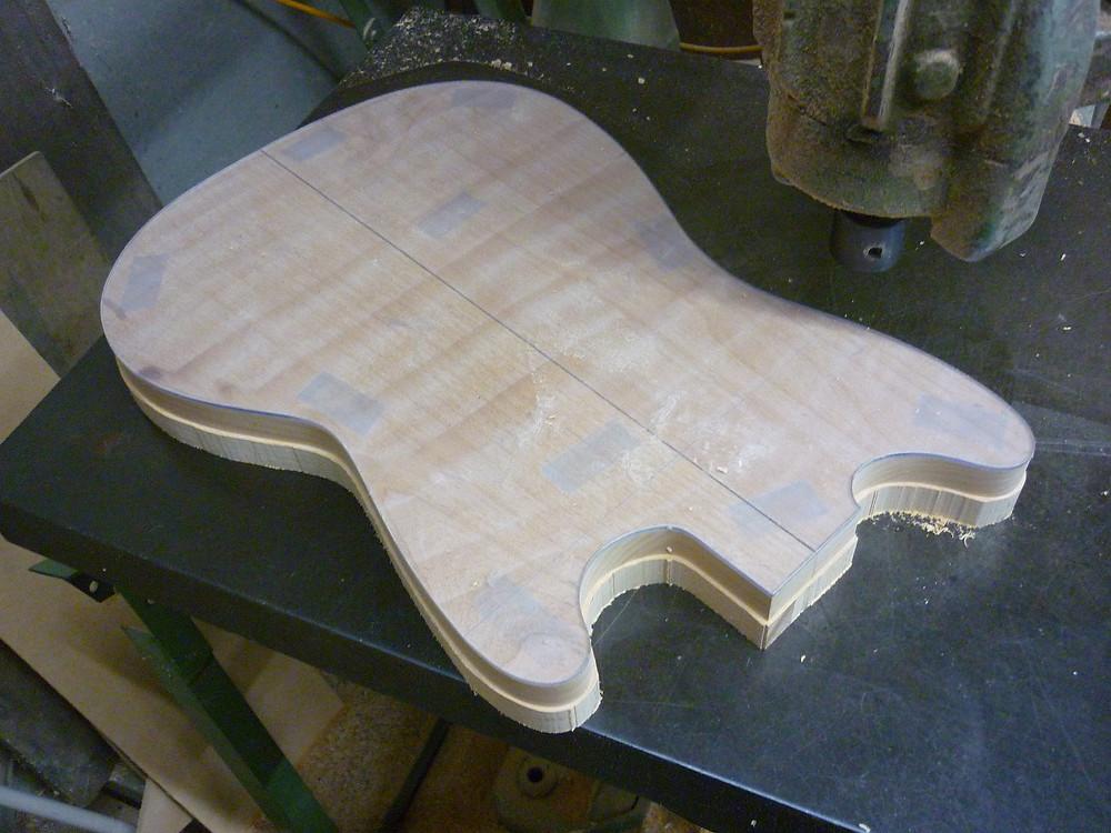 エレキギター ボディ材 アルダー 外周加工