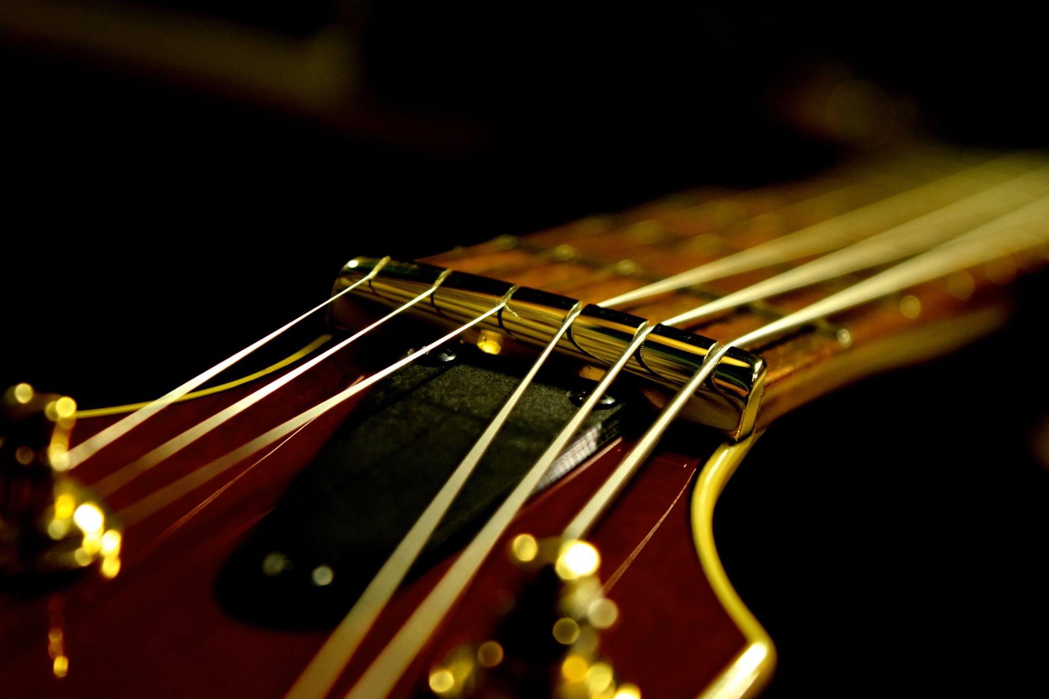 滋賀 イレブンギターズ リペア ナット交換 金属