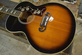 Orville by Gibson J-200 電池ボックス取り付け