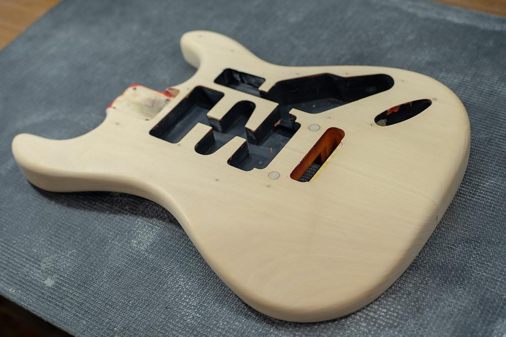 Valley Arts Steve Lukather Model 木地研磨