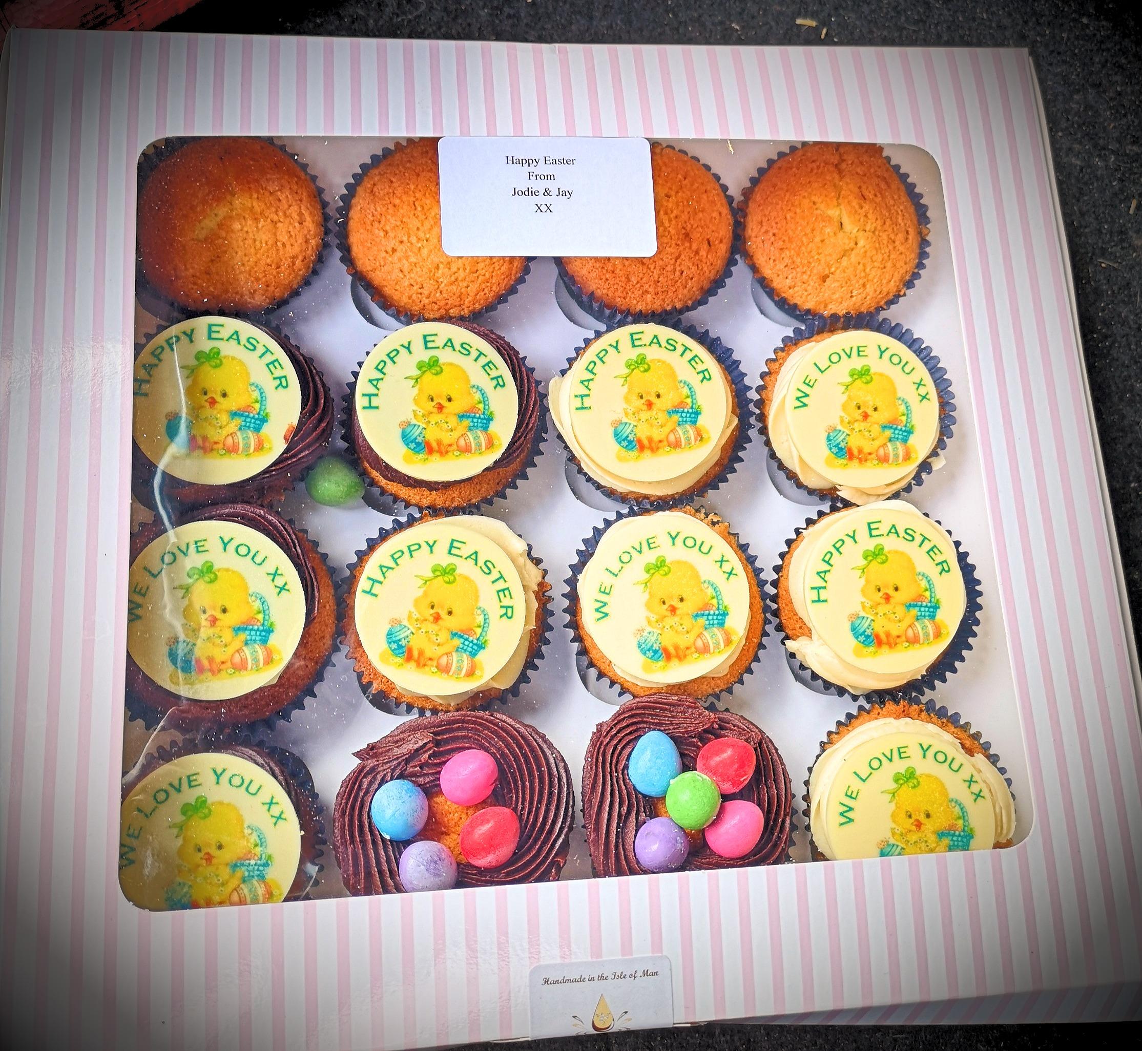 16 Personalised Cupcakes