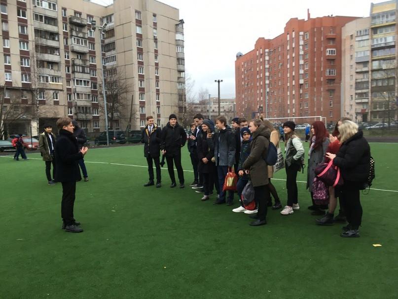 Собрание профсоюза «Ученик» на стадионе гимназии №622