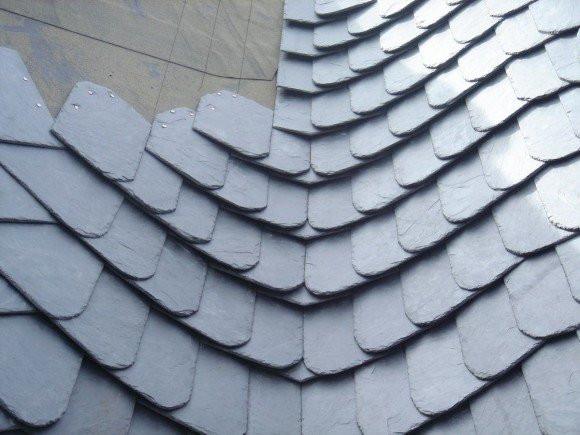 Укладка кровельного сланца на крышу
