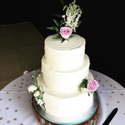 Such a pretty cake for a country wedding