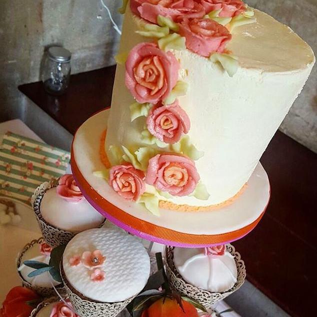 Cupcake wedding cakes make a nice altern
