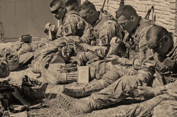SoldiersEatingMREs_dvids-735x488 SG.jpg