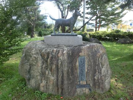 村松公園の忠犬タマ公像