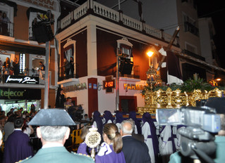 Saetas en la Puerta la Villa de Mérida un miércoles Santo