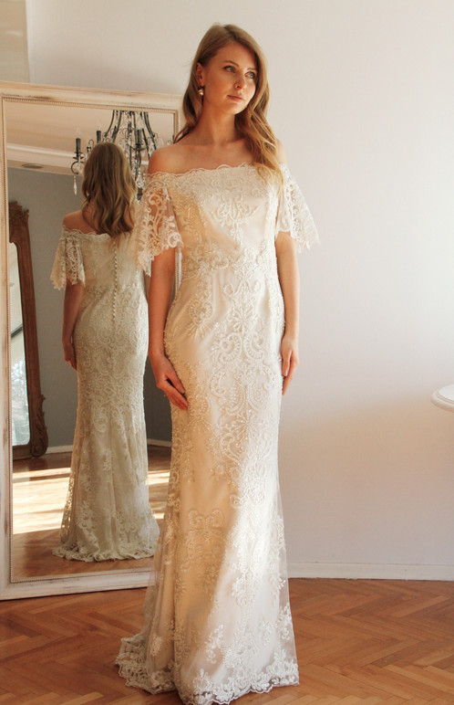 Vintage Style High Quality Lace Wedding Gown With Dramatic Sleeves İt Is A Special Unique Handmade Made Of Luxurious Beads