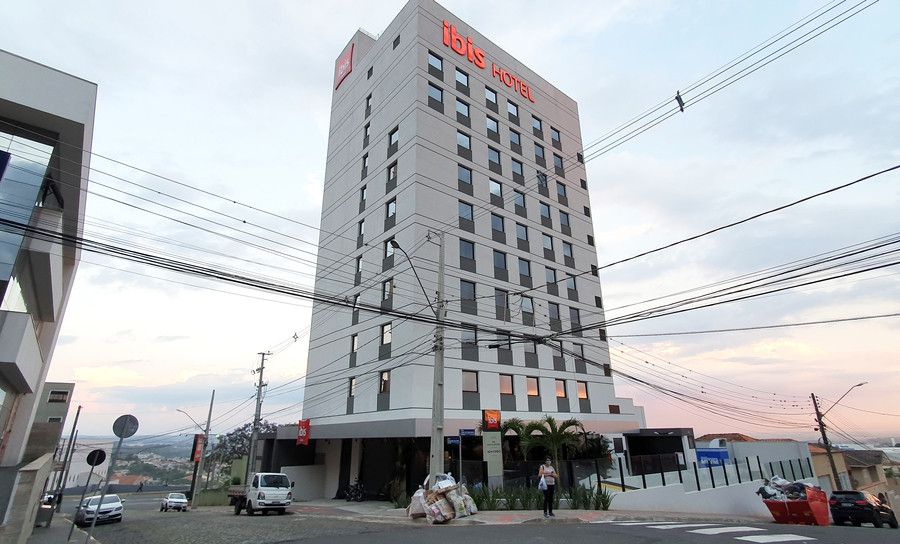 foto da fachada do hotel ibis