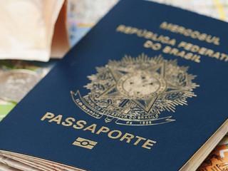 Juiz, através de mandado de segurança, ordena a policia federal a expedir o passaporte de viagem.
