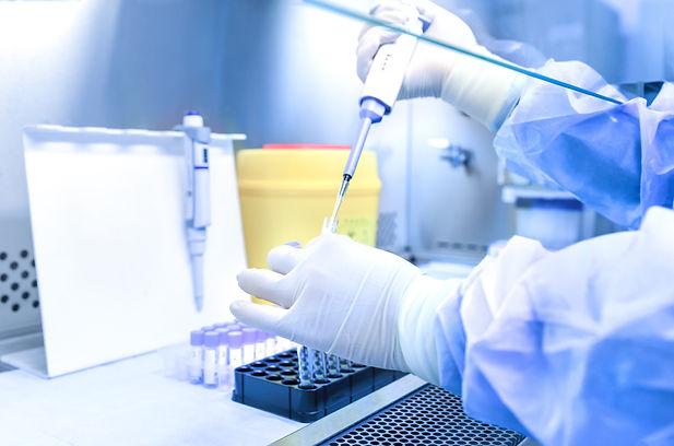 Nous accompagnons les marques dans leurs démarches réglementaires : tests, DIP, CPNP dans la gestion full-service