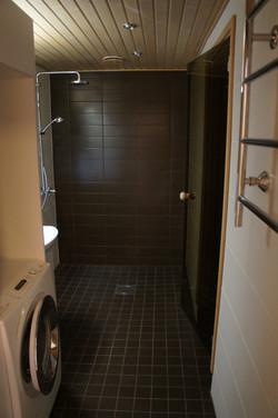 Kylpyhuone/ kodinhoitohuone