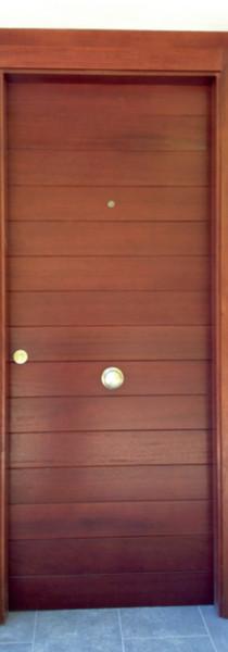 Portón entrada en madera Iroko