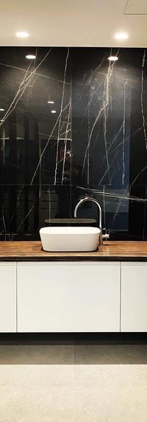 Mueble baño y panelado pared