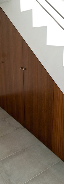 Armario bajo escalera madera Roble